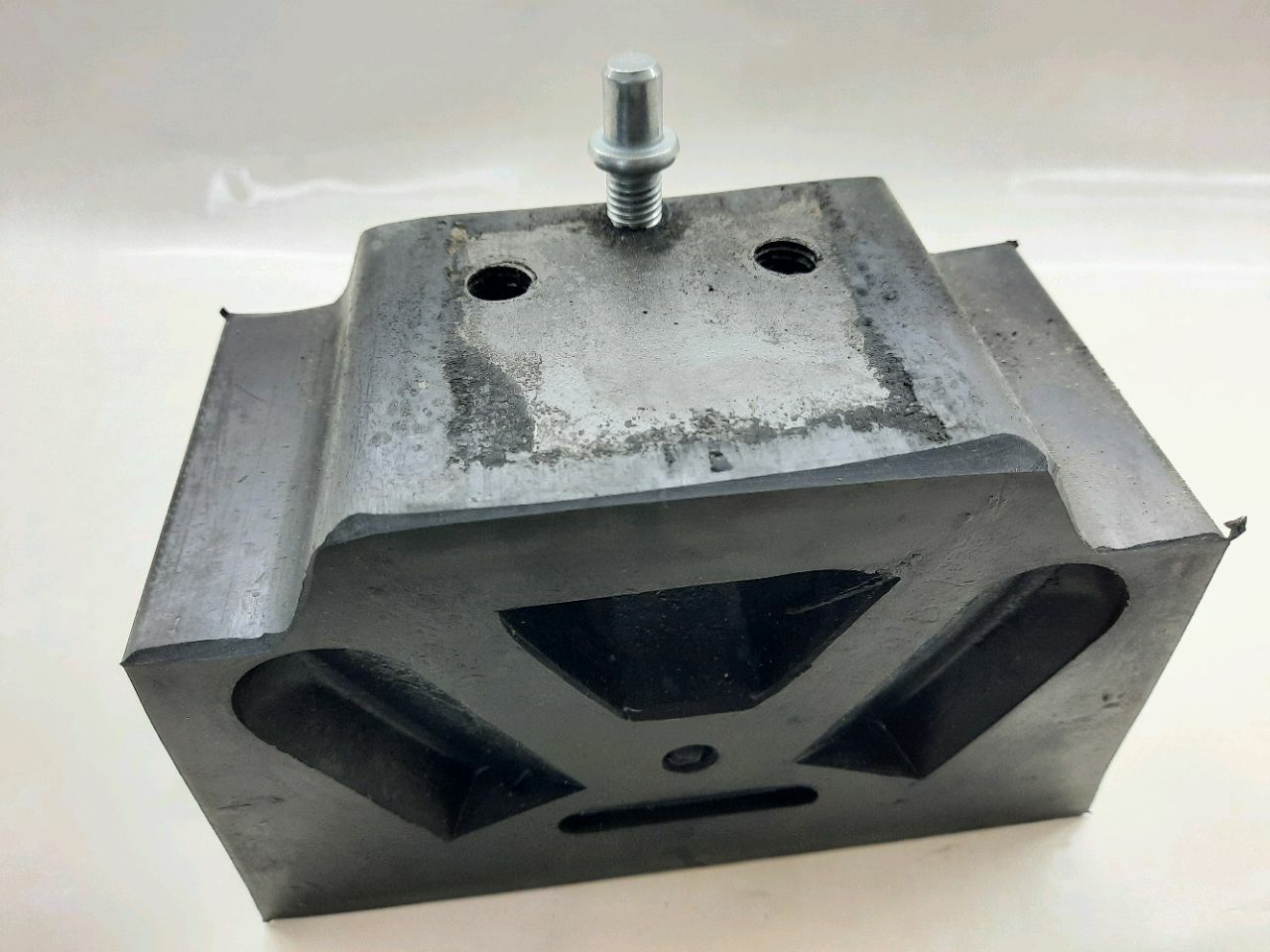 Amortizor de cauciuc a motorului IaMZ-238 (lateral
